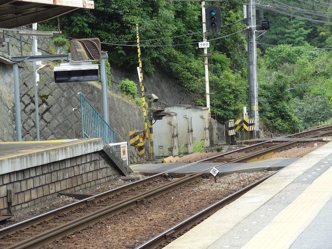 箕谷駅の様子 踏切