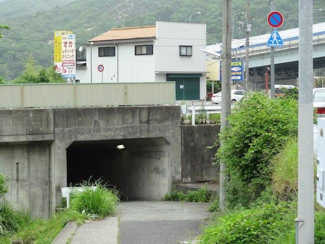 何やら怪しげなトンネルが・・・