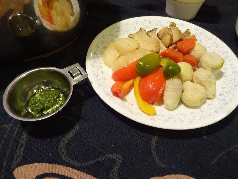 蒸し野菜とパクチーソース