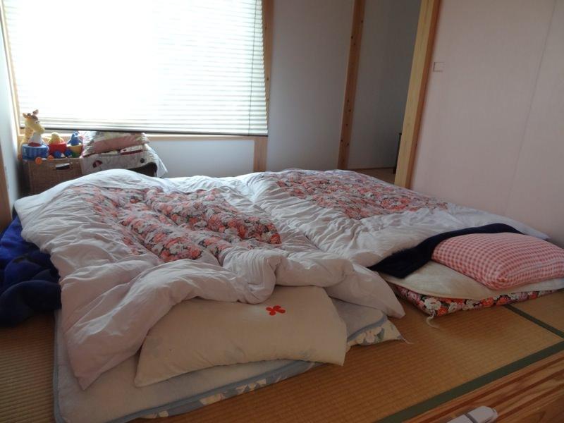 2人が寝てた布団